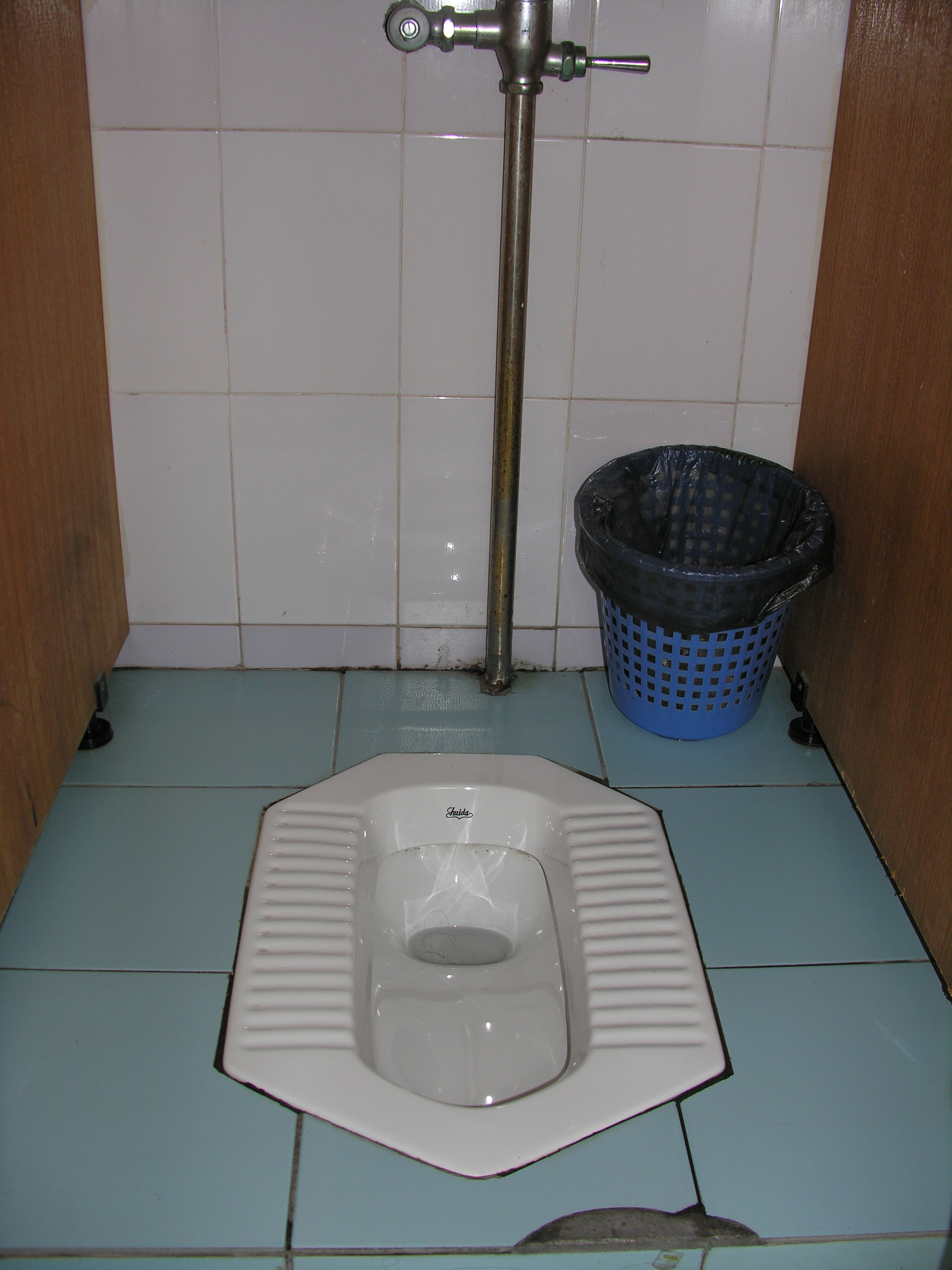 Bathrooms in china 28 images how to use a squat toilet for Bathrooms in china